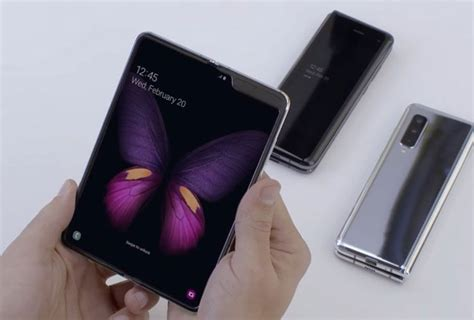 samsung galaxy fold   coming  india  expect     expensive