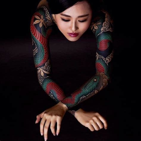 tattoo japanese ladies 43 most gorgeous sleeve tattoos for women tattoomagz