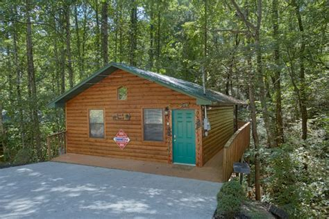Honeymoon Cabins Tennessee by Honeymoon Cabin In Pigeon Forge Grin N It