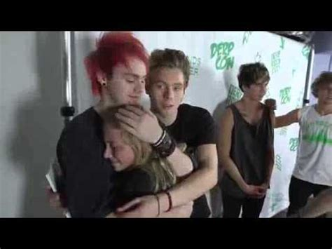 michael 5sos talking french youtube michael clifford hugs a crying fan at derp con youtube