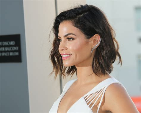 how to style jenna dewans short hair jenna dewan tatum sleek lob haircut 2016 stylecaster