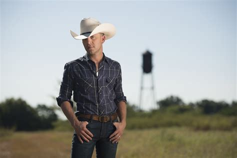 country musicians from arkansas justin moore reveals the weirdest thing he s ever