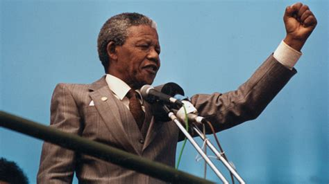leader icon mandela a short biography real leaders must be ready to sacrifice all for the