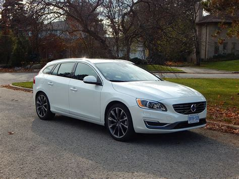 car review  volvo   drive  sportswagon driving