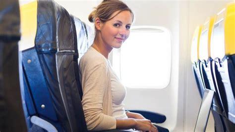 tips naik pesawat saat hamil 2 bulan tips terbang takut naik pesawat tenang dan tarik napas