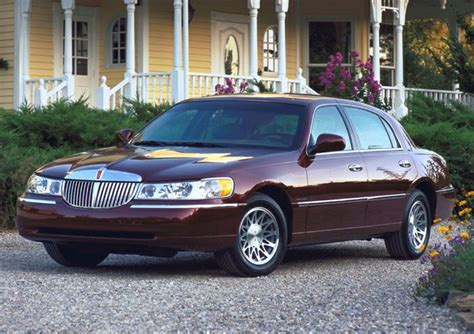 lincoln town car information autoblog