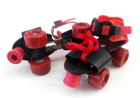 Sepatu Roda Yang Biasa detail produk roda empat jadul merah toko bunda