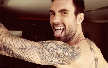 maroon 5 tattoo maroon 5 front adam levine reveals cauliflower