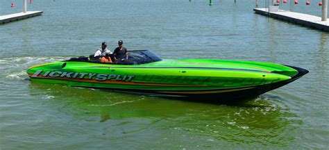 dcb boats lickity split dcb m35 reaches 165 mph in shakedown test