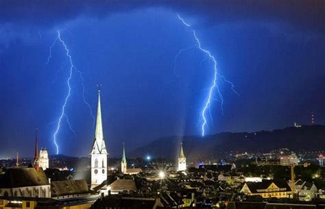 film blue city 30 electrifying pictures of lightning and thunderstorms