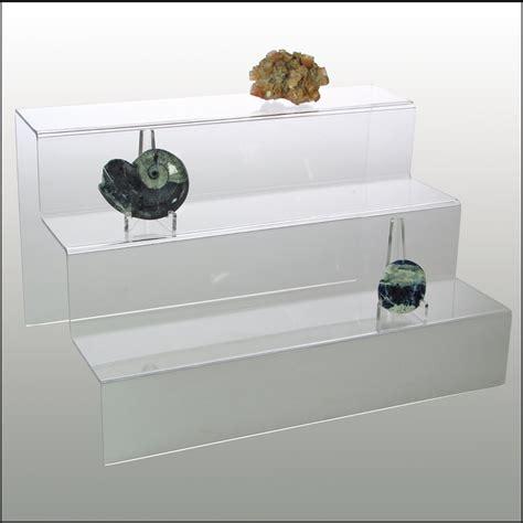 bücherregal glastür wohnzimmer einrichten steinwand bilder