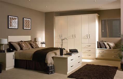 bedroom designs uk nappalik 233 s h 225 l 243 szob 225 k barna falsz 237 nnel dekor 225 ci 243 val 233 s