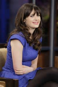 Zooey deschanel wears opaque tights on her appearance on quot the tonight