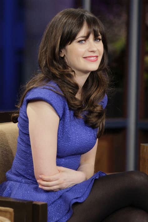 Zooey Deschanel wears opaque tights on her appearance on