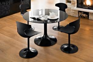 tisch mit schwarzer glasplatte tulip chair and black glass dining table decor crave