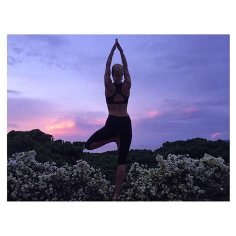 cama gallery instagram yoga co l allenamento delle star su instagram