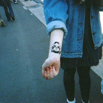 tattoo fixers kurt cobain wrist tattoo kurt cobain beautiful tattoos pinterest
