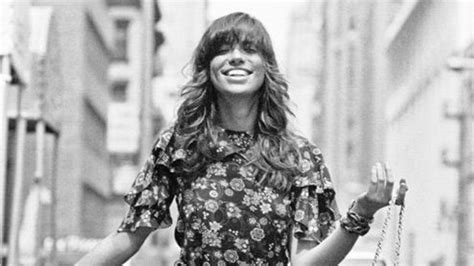 carly simon hairstyles carly simon s inspirational style instyle com