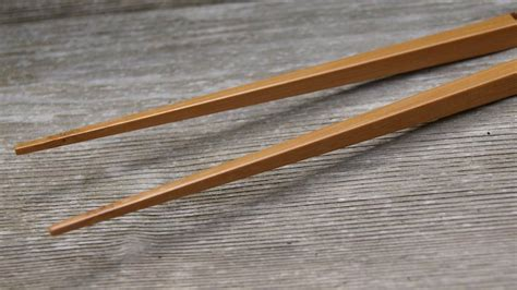 Restless Chopsticks It Or It by Ingenious Chopsticks Never Touch The Table Gizmodo Australia