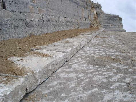 pavimenti in pietra arenaria pietra serena di firenzuola estrazione e lavorazioni