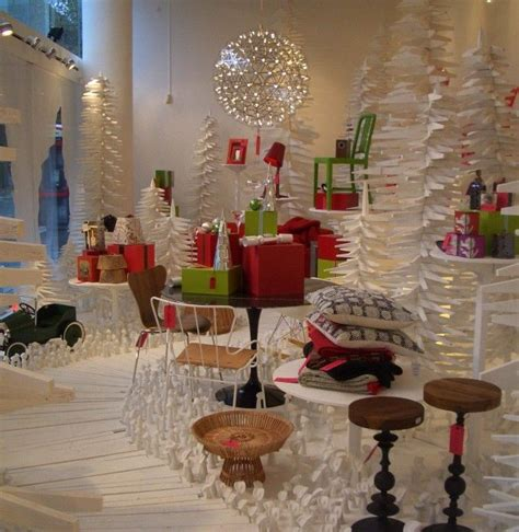 christmas decoration visual best 100 window displays ideas on shop displays