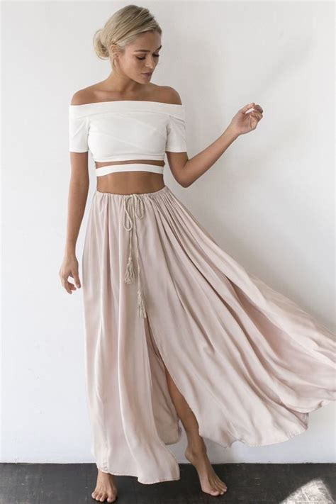 loving the the shoulder crop top with a flowy
