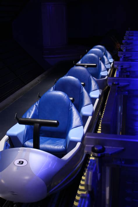 space seating file wdw spacemountain train2009 jpg wikimedia commons