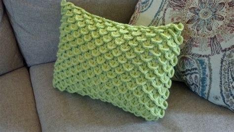 crocodile stitch knit pattern knit a bit crochet away pattern crocodile stitch pillow