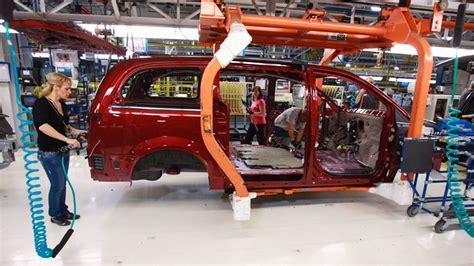 Chrysler Manufacturing Plants by Dodge Grand Caravan To Be Phased Out New Town And Country