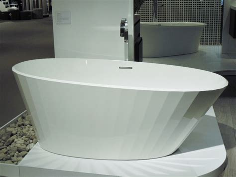 stand up bathtubs soaking up the bathroom trend