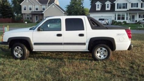 purchase used 2004 chevrolet avalanche 1500 z71 4x4 crew buy used 2004 chevy avalanche 1500 z71 4 wheel drive leather loaded clean 4x4 in bay city