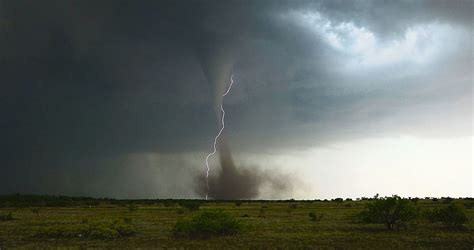 images of tornadoes anticyclonic tornado