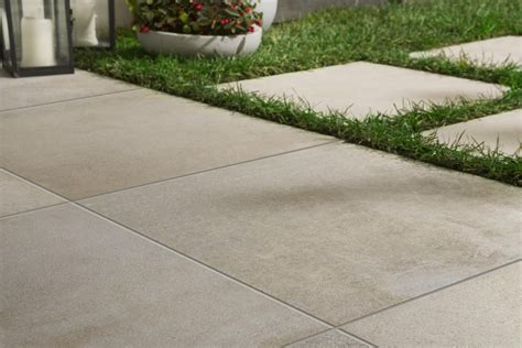 four tips for using outdoor floor tiles