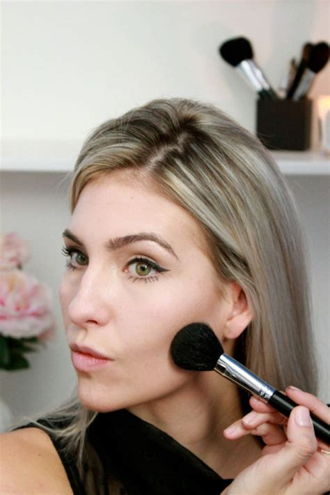 Maskara Gel Bening tutorial make up wajah simpel untuk sambut hari