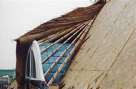 reetdach haltbarkeit reetdach form dachneigung beeinflussen haltbarkeit