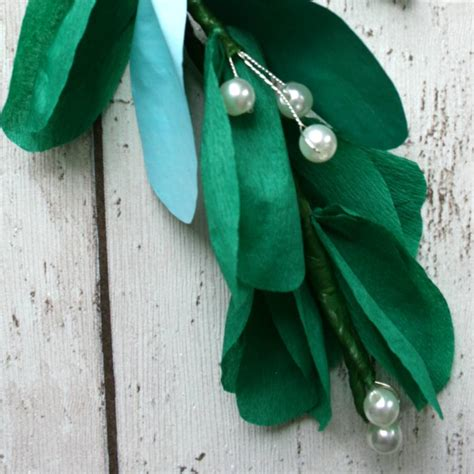 How To Make Mistletoe Out Of Paper - paper mistletoe decoration by paper posies