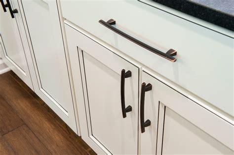 White Cabinets With Dark Glaze And Oil Rubbed Bronze Pulls