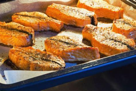cucinare il salmone fresco al forno salmone fresco al forno 73659 tomato