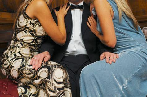 donne al letto napoli parla l imprenditore carlo quot sono sposato con due