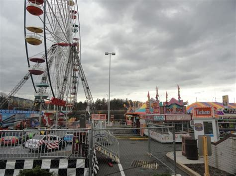 Garden State Plaza Carnival 2017 Carnival Opens At Landmark Mall West End Alexandria Va