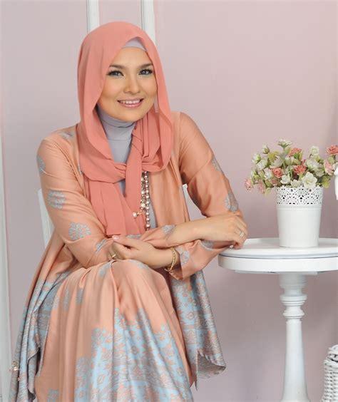 desain baju ria miranda ria miranda sosok muslimah sebagai desainer muda indonesia