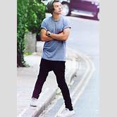 pigeon-toed-harry-styles