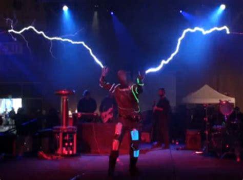 Tesla Coil Doctor Who Zippity Zap Dr Who Theme On Tesla Coils Geekologie