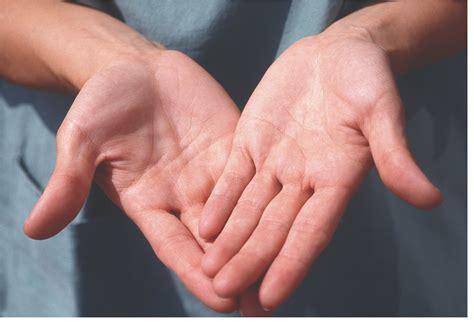 las oscuras manos del 8467915366 reflejos de luz oraci 243 n de las manos