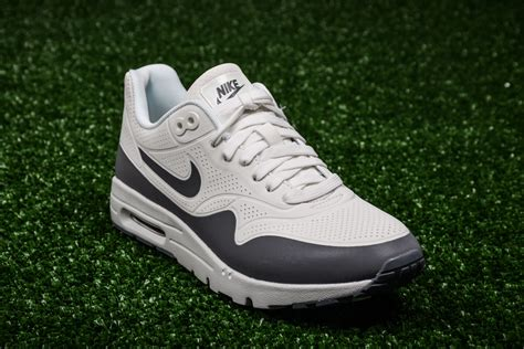 nike wmns air max  ultra moire shoes casual sporting