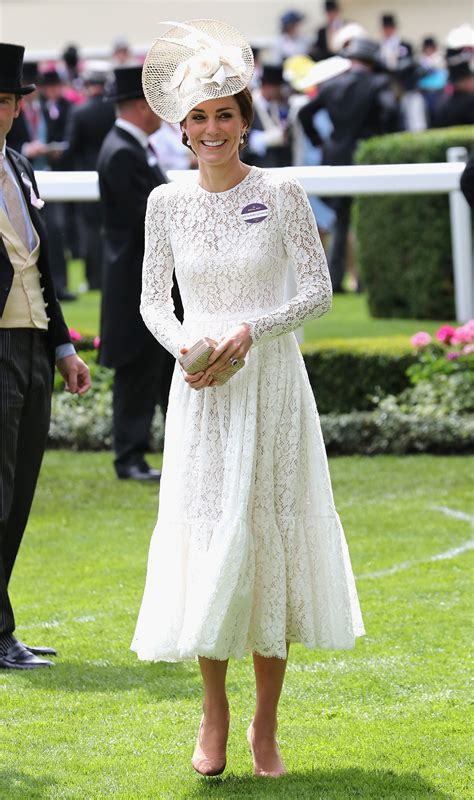 kate middleton loses queen elizabeths favorite status to ascot 2016 queen elizabeth ii and kate middleton lead the