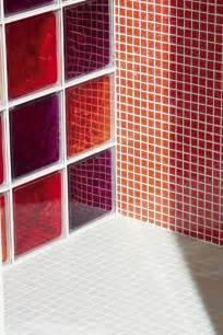 briques de verre et mosa 239 que dans la salle de bains