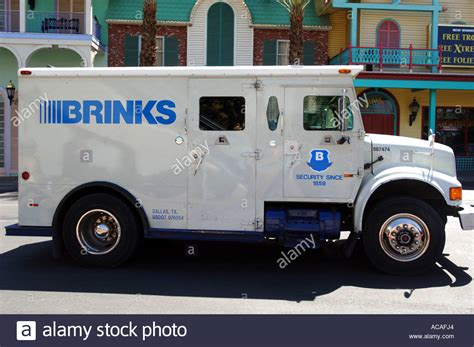 brinks armored trucks armored truck brinks armoured money transport vehicle