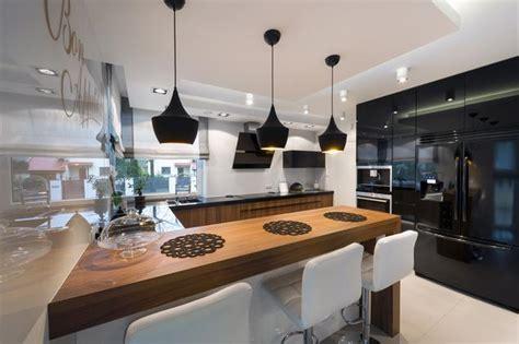 meble kuchenne trendy 2013 kitchen design trends 16 blog o kuchniach i wn trzach zobacz galerię zdjęć biało czarna kuchnia i drewniane