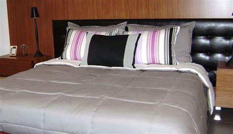 cojines cama decorar la cama con cojines